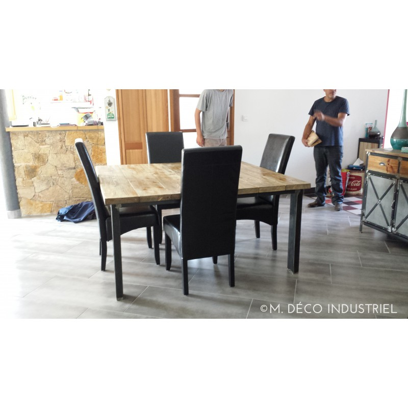 table de salle manger 4 pieds m tal sapin massif m d co industriel. Black Bedroom Furniture Sets. Home Design Ideas