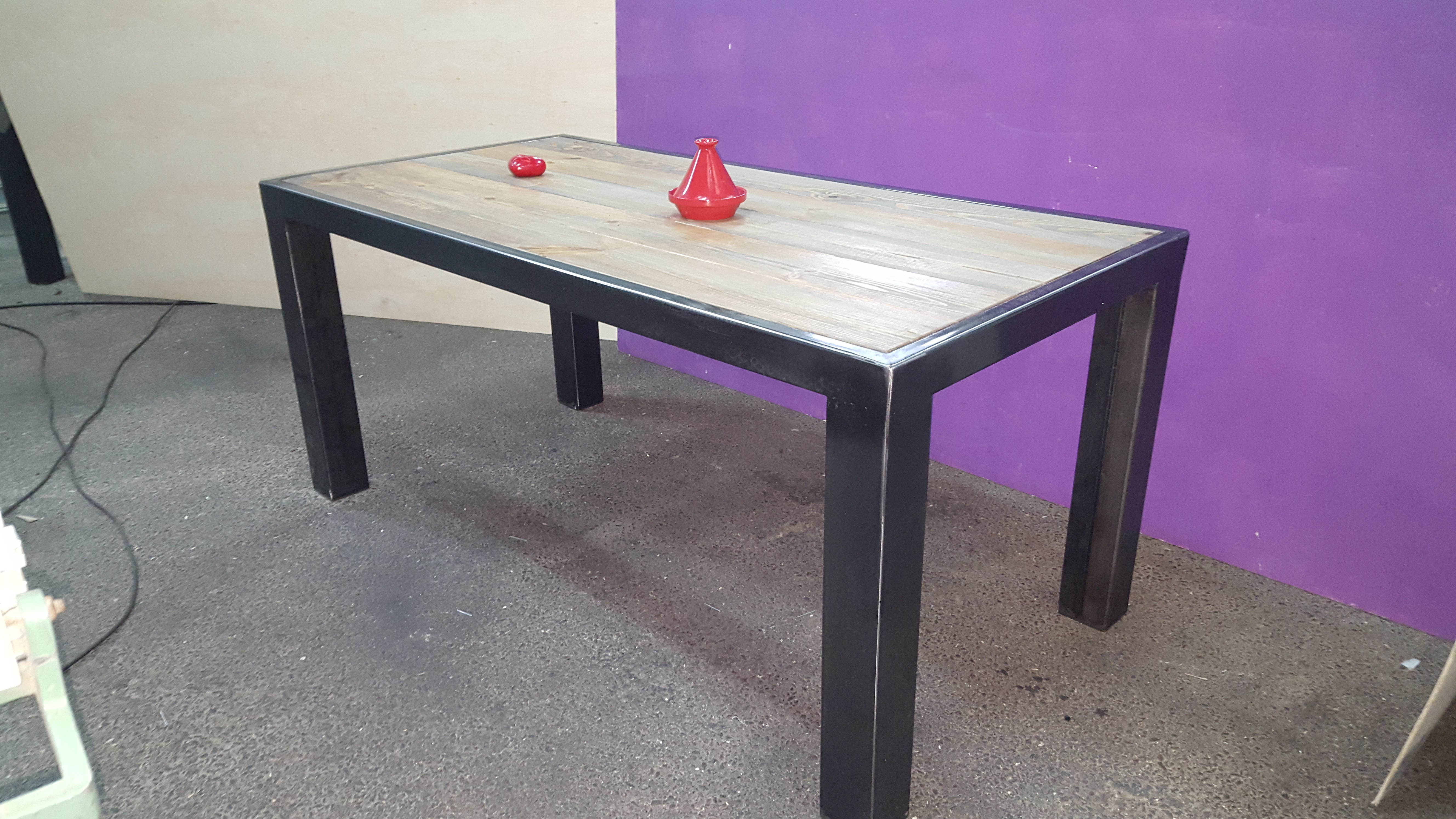 Table a manger acier for Table salle a manger industriel