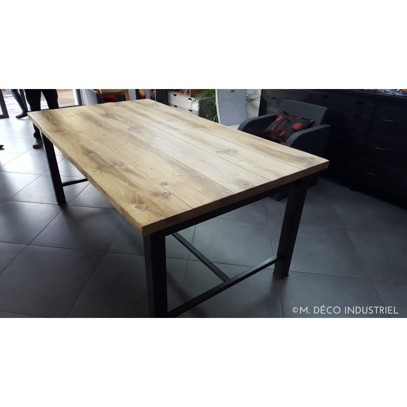 meuble industriel table de salle a manger acier et bois table de salle a manger industrielle. Black Bedroom Furniture Sets. Home Design Ideas