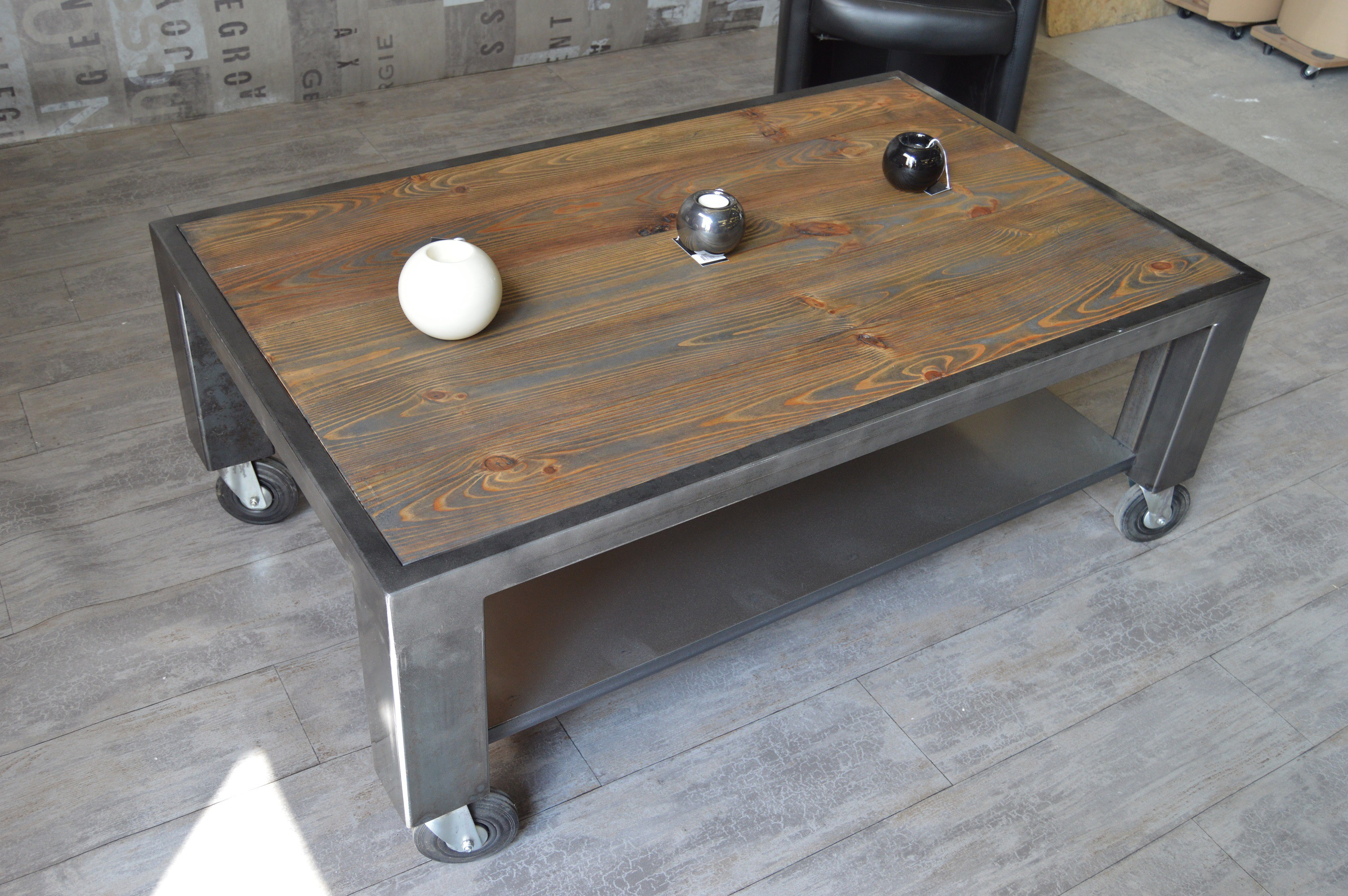 Table basse bois industriel for Table basse carre industriel