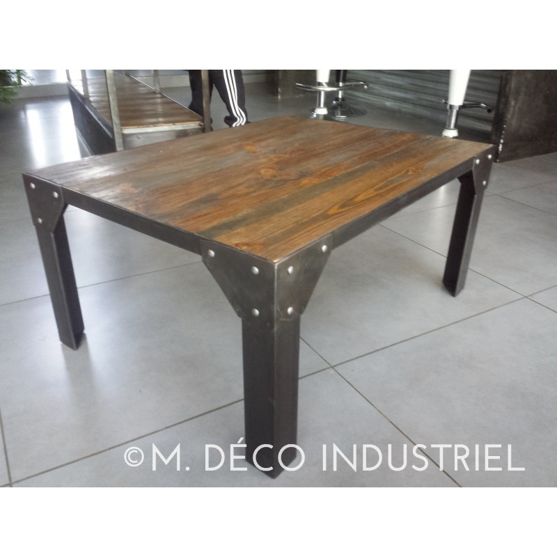 table basse industriel acier et bois m d co industriel. Black Bedroom Furniture Sets. Home Design Ideas