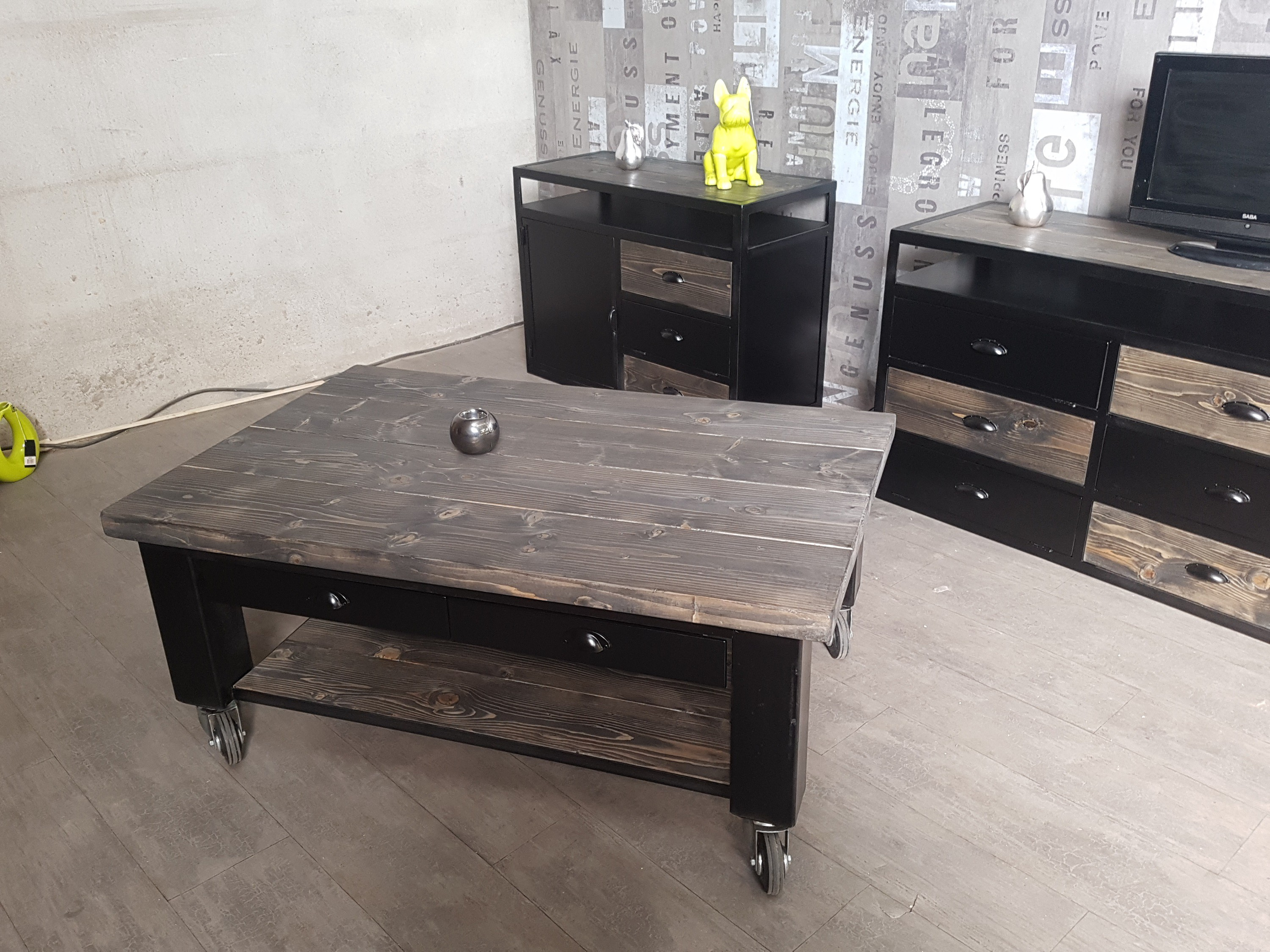 table cuisine style industriel table basse woody table basse style industriel en mtal et tec. Black Bedroom Furniture Sets. Home Design Ideas