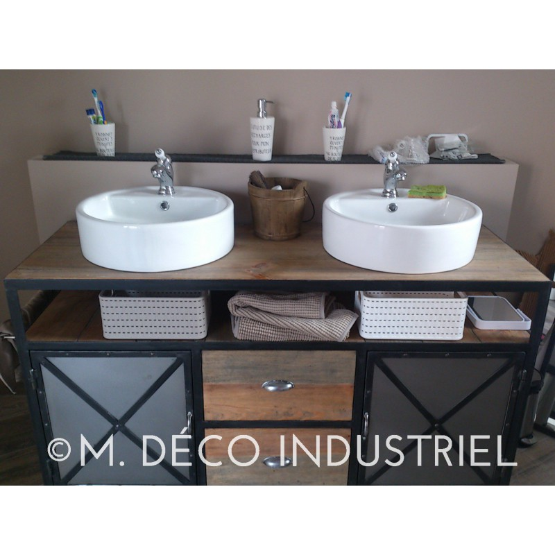 meuble de salle de bain industriel en acier et miroir industriel m d co industriel. Black Bedroom Furniture Sets. Home Design Ideas