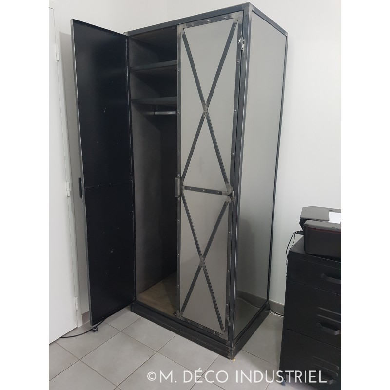 armoire de style industriel 2 portes acier m d co. Black Bedroom Furniture Sets. Home Design Ideas