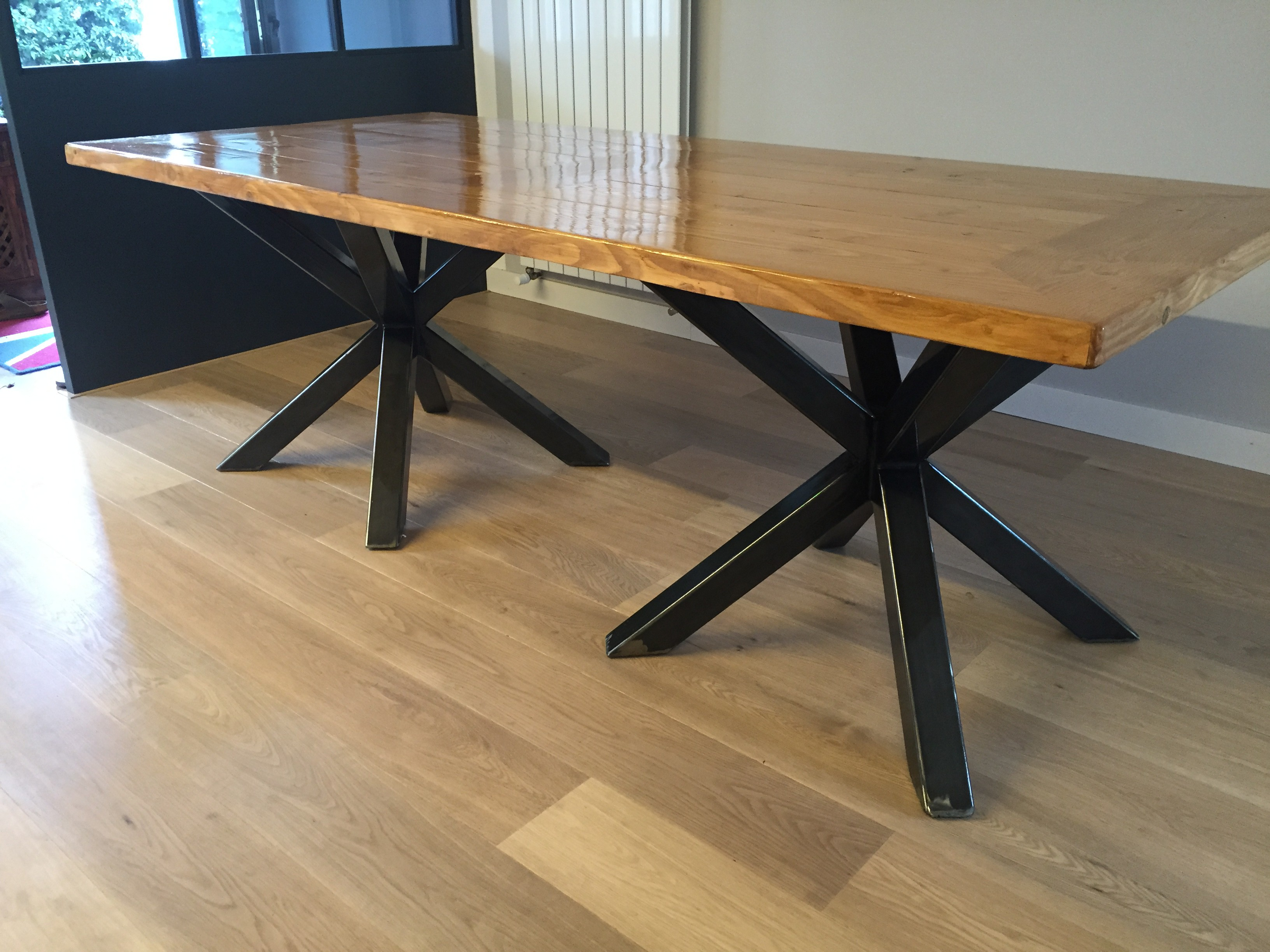 Table a manger style industriel for Table de salle a manger en teck