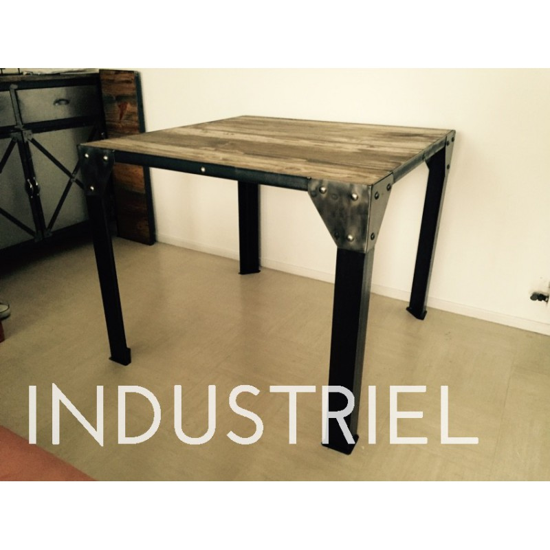 Meuble industriel table manger m d co industriel for Table de salle a manger annee 50