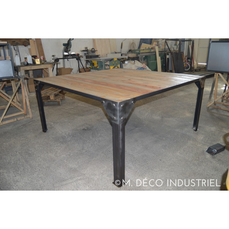 Meuble industriel table de salle a manger m d co industriel for Table de salle a manger style industriel