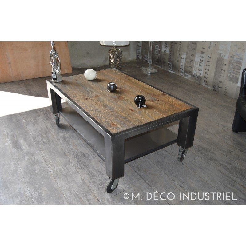 table basse industriel acier et bois avec roulettes m. Black Bedroom Furniture Sets. Home Design Ideas