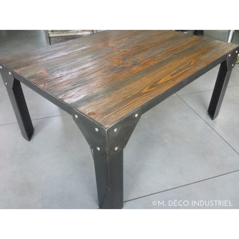 table basse industriel structure en acier pied rivet. Black Bedroom Furniture Sets. Home Design Ideas