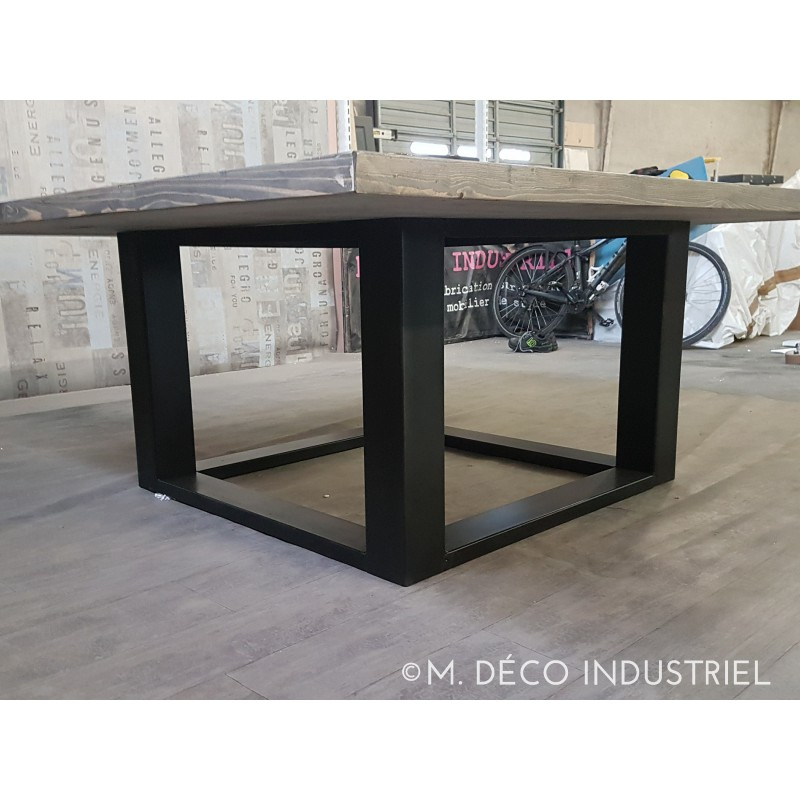 Table de salle a manger carr style industriel for Table salle a manger carre