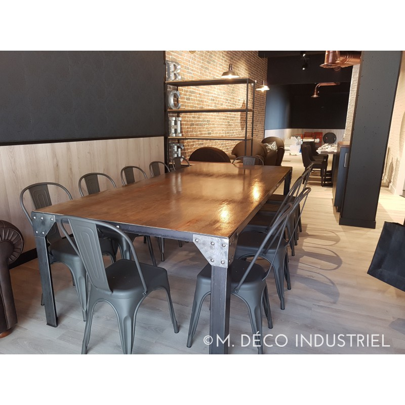 table de salle manger industriel pied en acier rivet et plateau en pin massif vieilli m. Black Bedroom Furniture Sets. Home Design Ideas