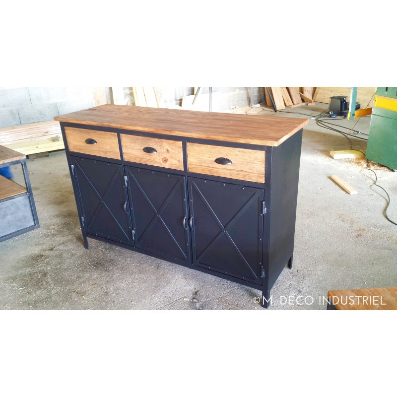 meuble industriel buffet 3 portes m d co industriel. Black Bedroom Furniture Sets. Home Design Ideas